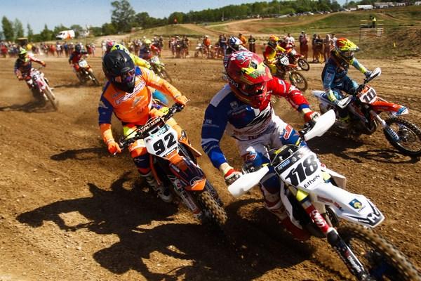 Lietuviai Europos motokroso čempionate lipo ant apdovanojimų pakylos